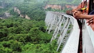 Chuyến tàu trên cao này không dành cho những người du lịch yếu tim tại Mynamar